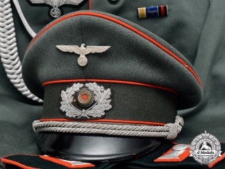 Germany. A Wehrmacht Artillery Senior Lieutnant Waffenrock with Matching Officer's Visor Cap