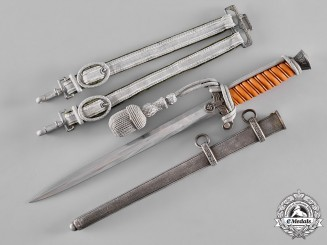 Germany, Wehrmacht. A Officer's Dagger by Eickhorn of Solingen
