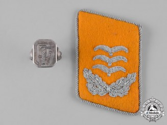 Germany, Luftwaffe. A Flight Personnel Hauptmann Collar Tab with Signet Ring