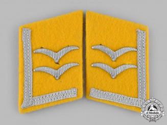 Germany, Luftwaffe. A Set of Luftwaffe Flight Personnel Unterfeldwebel Collar Tabs