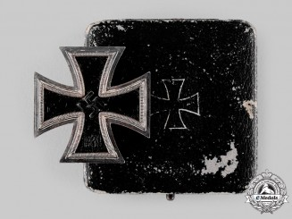 Germany, Wehrmacht. A 1939 Iron Cross I Class, with Case by B.H. Mayer
