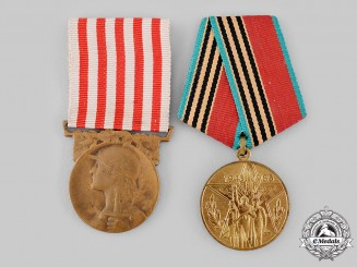 A Pair of Commemorative Victory Medals