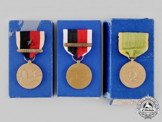 United States. A Lot of Second War Service Medals