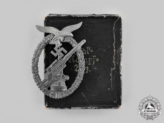 Germany, Luftwaffe. A Flak Badge with Case