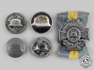Germany, Weirmar Republic. A Lot Stahlhelm Badges & Insignia