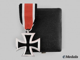 Germany, Wehrmacht. A Mint 1939 Iron Cross II Class with Case