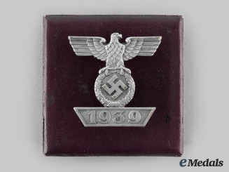 Germany, Wehrmacht. A Clasp to the 1939 Iron Cross II Class, Type II, with Case