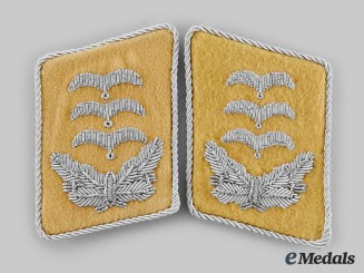 Germany, Luftwaffe. A Pair of Flight Hauptmann Collar Tabs