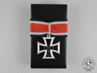 Germany, Federal Republic. A Knight's Cross of the Iron Cross 1939, with Case, 1957 Version