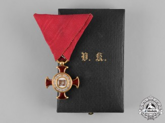 Austria, Imperial. A Cross of Merit in Gold with Case, by V. Mayers Söhne, ca. 1908