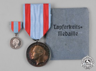 Hesse-Darmstadt, Grand Duchy. A General Honour Decoration, Silver Medal for Bravery, with Original Paper Envelope