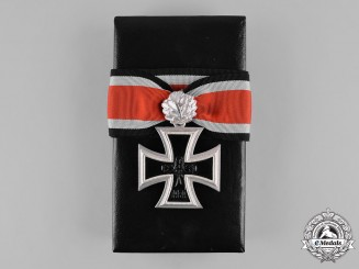 Germany, Federal Republic. A Cased Knight's Cross of the Iron Cross, with Oak Leaves, 1957 Version
