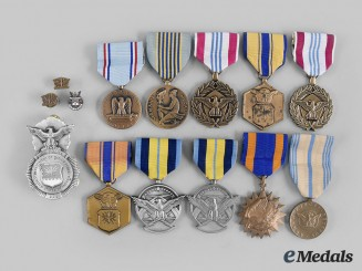 United States. A Lot of Fourteen United States Air Force (USAF) Items