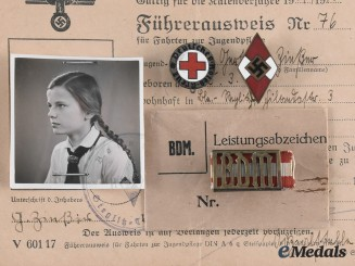 Germany, BDM. A Lot of Documents and Insignia to Gertraud Zinßner