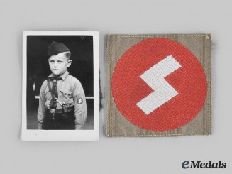 Germany, DJ. A Deutsches Jungvolk General Membership Sleeve Insignia, with Photograph