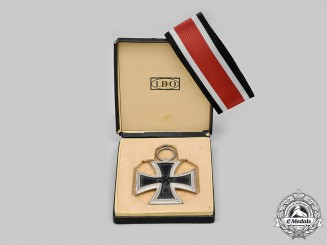 Germany, Wehrmacht. A 1939 Iron Cross II Class, with Case