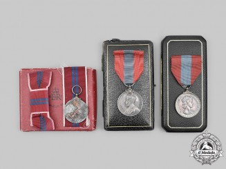 United Kingdom. A Lot of Three Awards with Cases