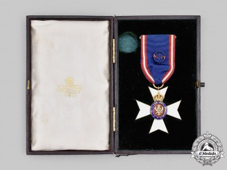 United Kingdom. A Royal Victorian Order, Lieutenant (LVO) in Case by Collingwood & Co.
