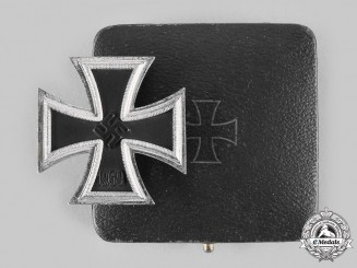 Germany, Wehrmacht. A 1939 Iron Cross I Class, with Case, by Wilhelm Deumer
