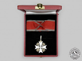 Germany, Third Reich. An Order of the German Eagle, I Class Cross with Case, by Gebrüder Godet & Co.
