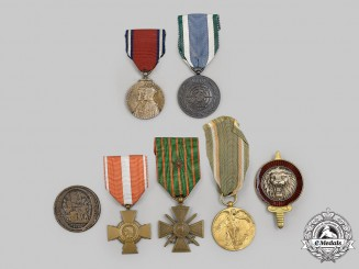 Belgium, France, United Kingdom, United Nations. A Lot of Seven Medals and Badges