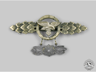 Germany, Luftwaffe. A Transport and Glider Clasp, Gold Grade with Star Pendant