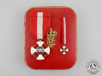 Italy. A Fullsize and Miniature Italian Order of the Crown of Italy, Knight, Cased
