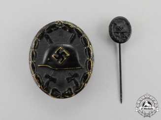 A Black Wound Badge with Miniature