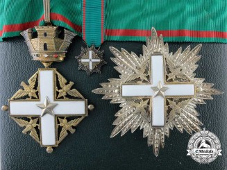 An Italian Republic Order of Merit; Commander with Case