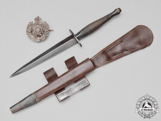 Canada. Memorial Bar &  Fairbairn-Sykes Fighting Knife to the Royal Winnipeg Rifles