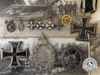 A First War Flyers Group of Awards & Photos to Flieger Knape