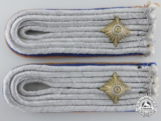 A Luftwaffe Pair of Shoulder Boards, Oberleutnant der Reserve - Signals