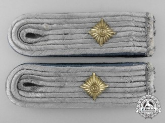 A Set of Luftwaffe Shoulder Boards, Oberleutnant der Reserve; Administration
