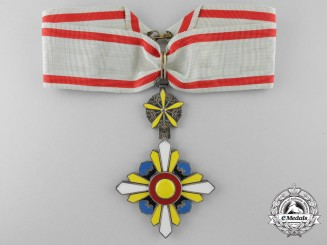 An Order of the Auspicious Clouds, 3rd Class Neck Badge