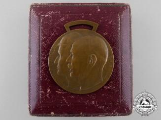 A Waldeck Friedrich-Bathildis Medal 1915 with Case