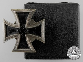 An Iron Cross First Class 1939 by Boerger & Co. with Case