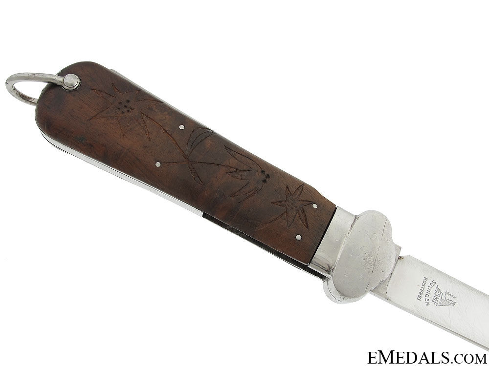 A Individualised Gravity Knife & Blade