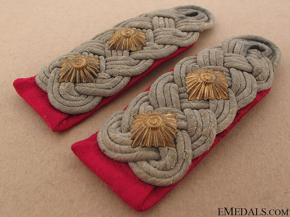 Smoke Troop Oberst's Shoulder Boards