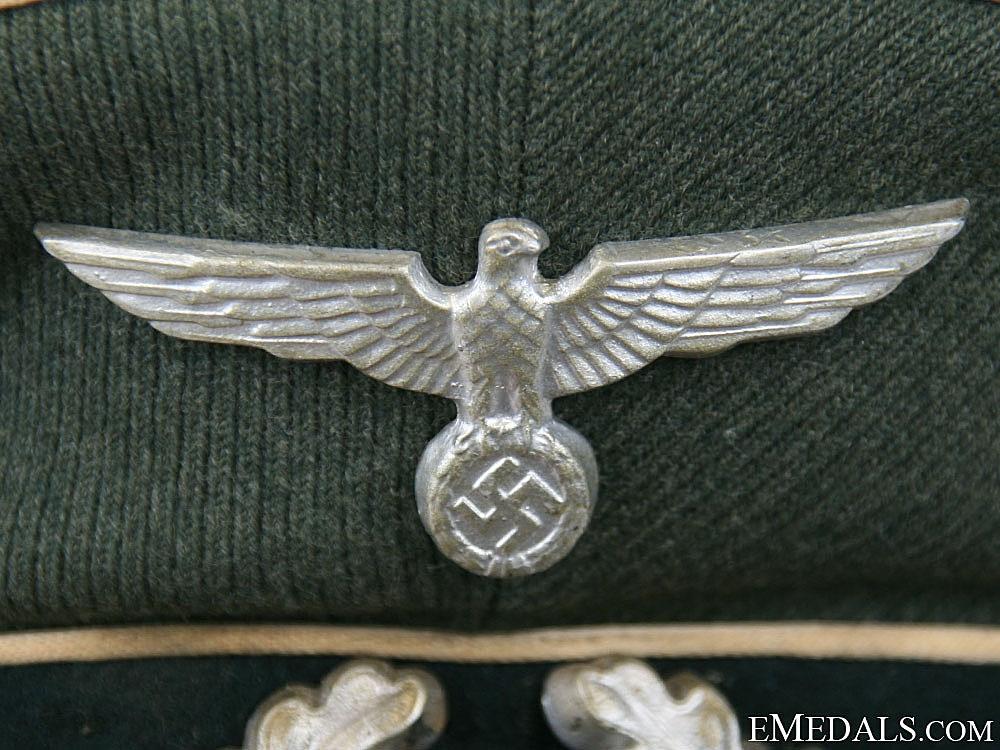 A Heer (Army) Infantry NCO/EM Visor Cap