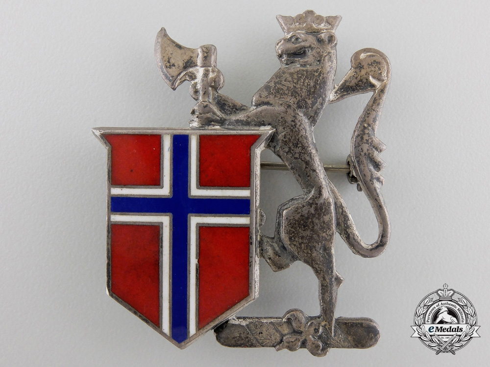 A Second War Norwegian Lion and Shield Badge by Disanza Bros