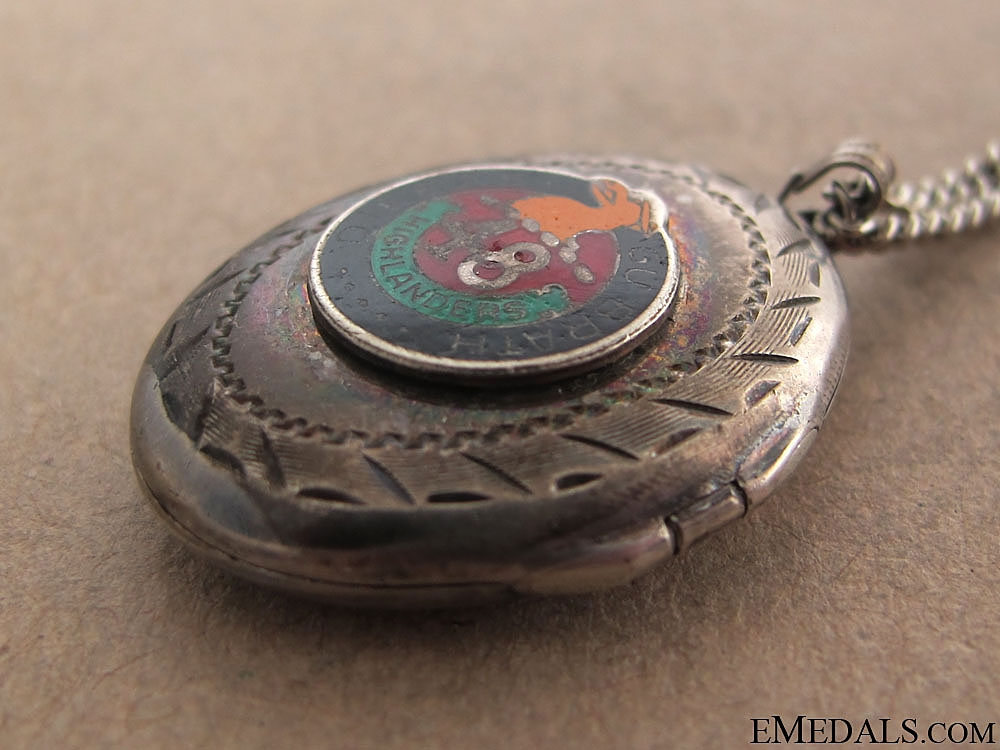 A 48th Highlander of Canada Locket