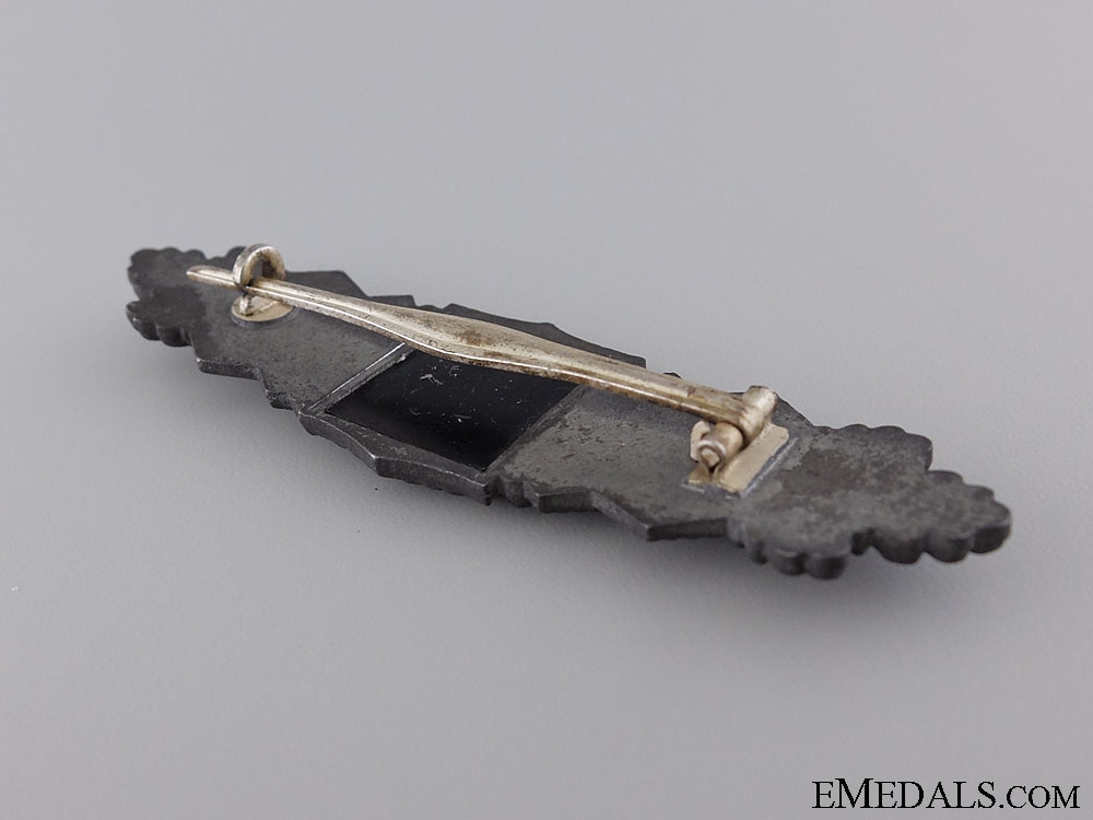 A Silver Grade Close Combat Clasp
