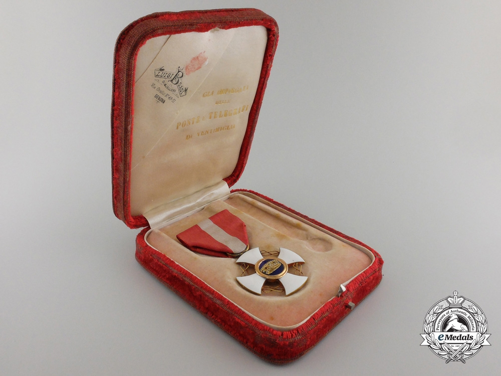 An Italian Order of the Crown in Gold; 5th Class with Case