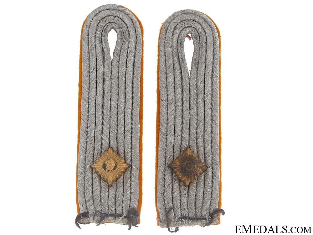 Flight Leutnant's Collar Tabs & Shoulder Boards