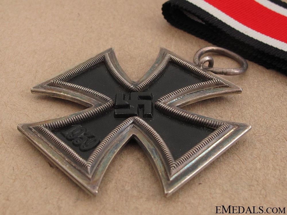 A Cased Iron Cross 2nd Class 1939 - RK Type