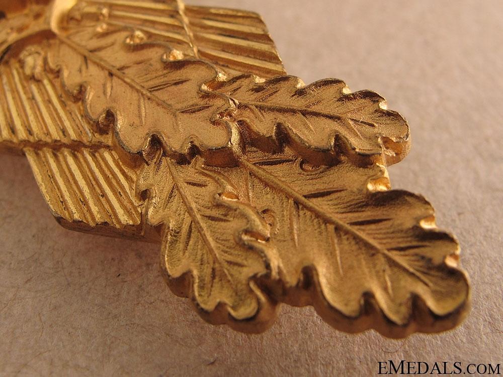 Ultra Rare Gold Presentation Close Combat Clasp
