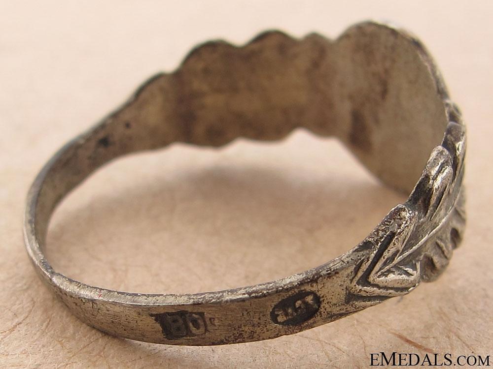 Female Nazi-Sympathizer Ring
