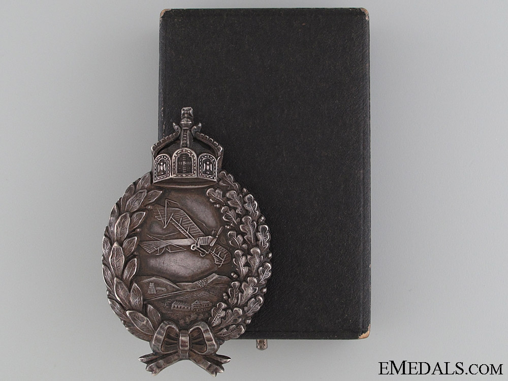 A Cased Prussian Pilot's Badge by Juncker