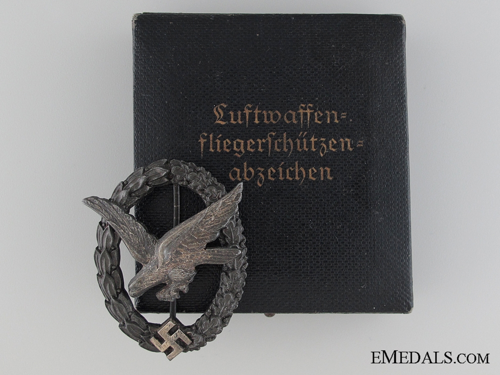 A Cased Unqualified Air Gunners Badge