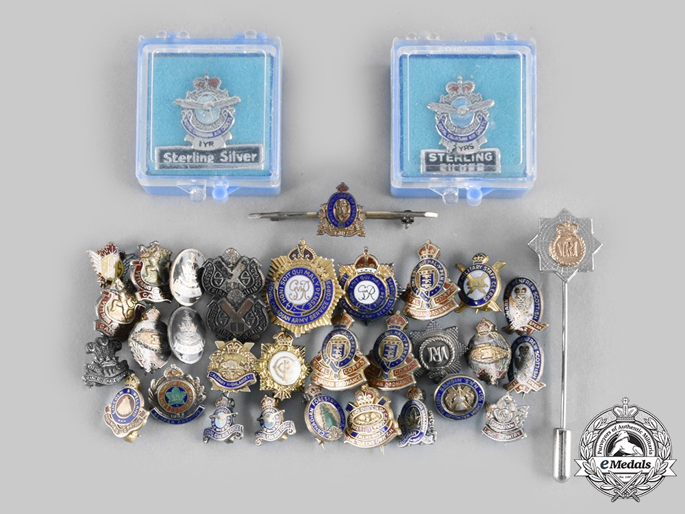 Canada, Commonwealth. A Lot of Thirty-Four Regimental Lapel Badges